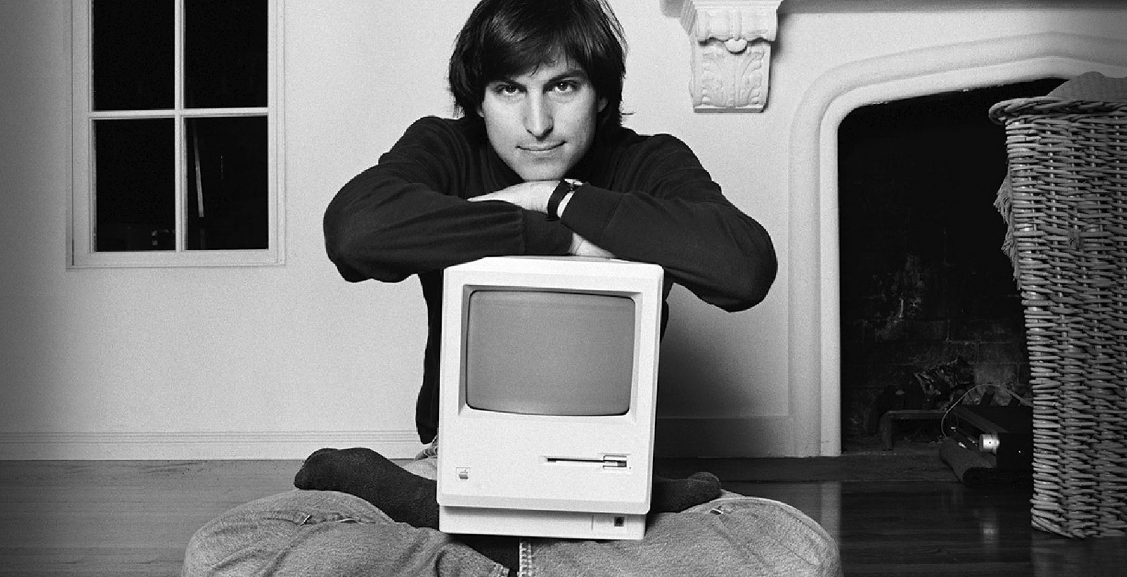 Steve Jobs et le Macintosh 128K.