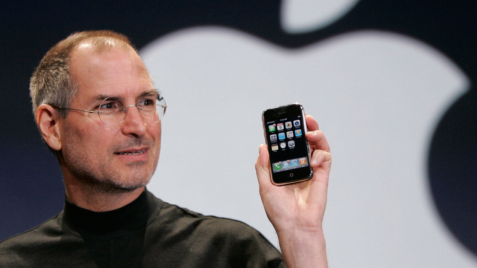Steve Jobs lors du dévoilement de l'iPhone en 2007 (Photo : AP / Paul Sakuma).