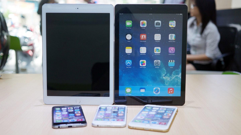 Le présumé nouvel iPadAir aux côtés de l'actuel iPadAir et 3 modèles d'iPhone 6.