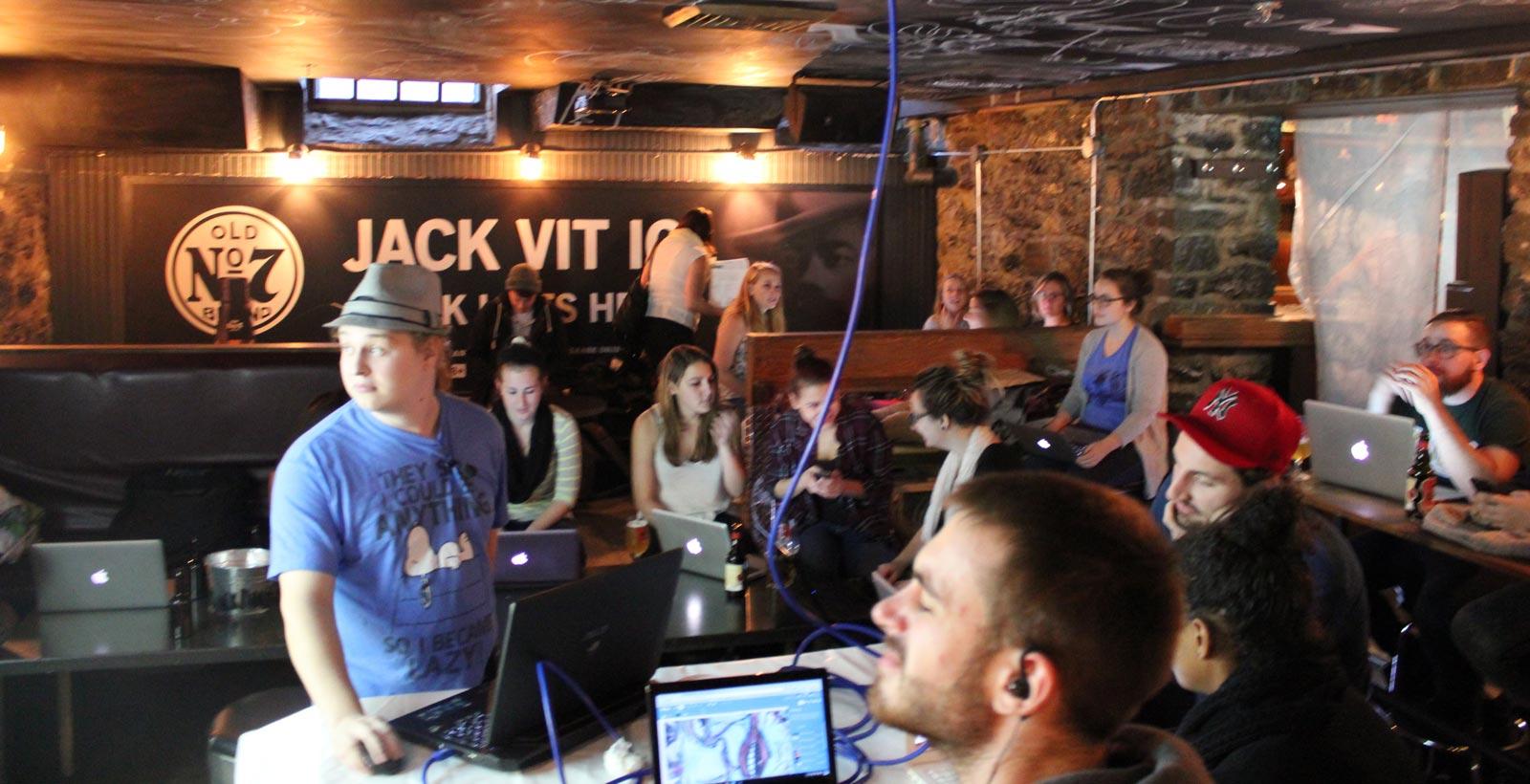 L'atelier d'introduction au codage logiciel organisé par le NU en octobre dernier (Photo : NU et Sophie Courchesne).