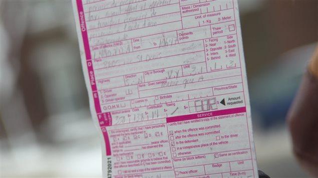 Le constat d'infraction d'Annie Girard (Photo : Radio-Canada).