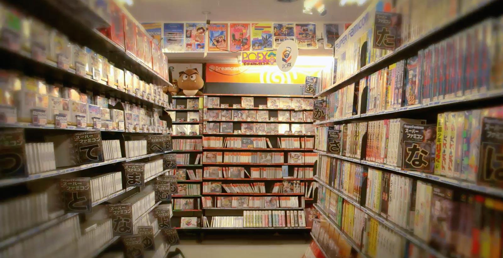 Les belles années des jeux vidéo japonais : les rayons du magasin Super Potato, situé dans le quartier d'Akihabara à Tokyo (Image : Digging in the Carts).