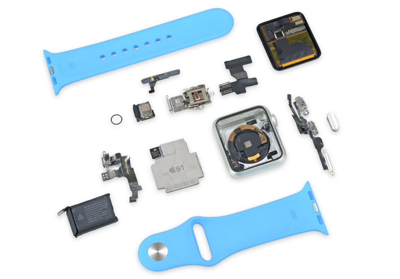 L'Apple Watch entièrement désassemblée (Photo : iFixit).