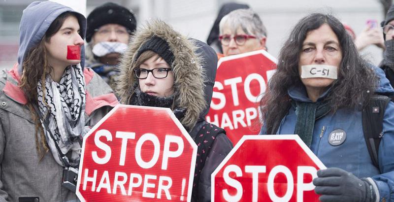 Des manifestants opposés au projet de loi C-51, à Montréal, le 14 mars (Photo: Graham Hughes / La Presse canadienne).