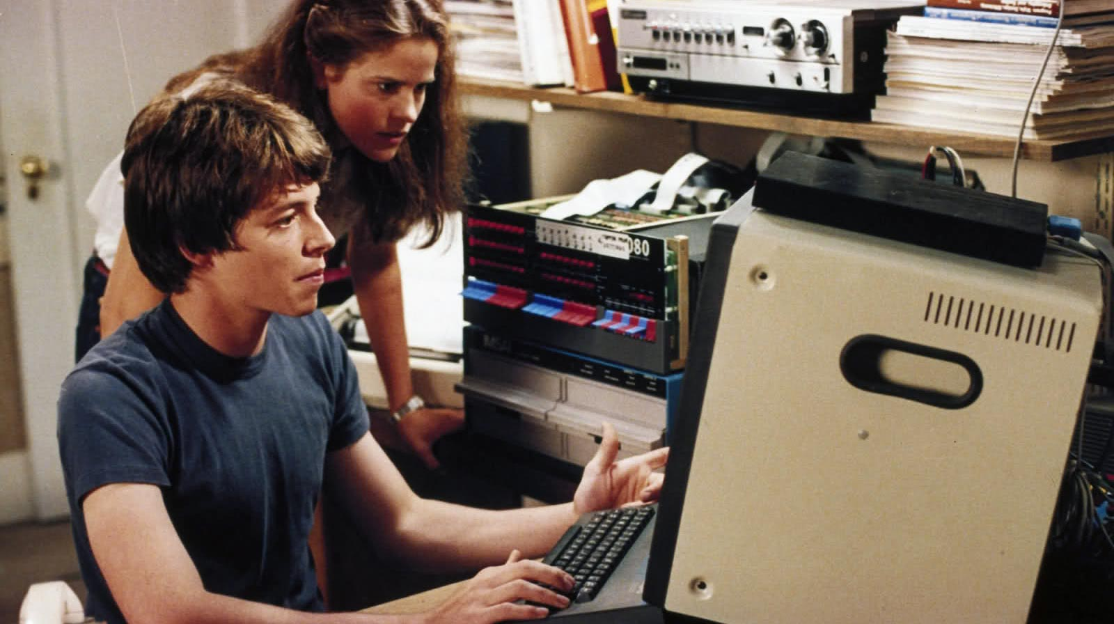 Jennifer Mack (Ally Sheedy) et David Lightman (Matthew Broderick) dans WarGames (Image : MGM).
