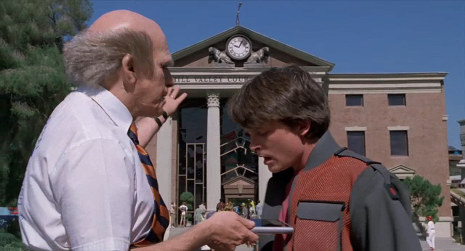 Terry (et non Doc) présente une tablette tactile à Marty (Image : Universal Pictures).