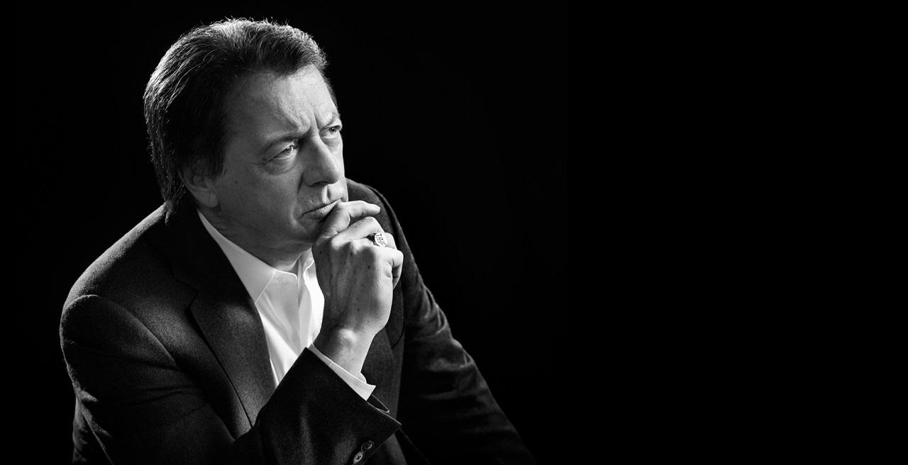 Jean-Luc Mongrain est attentif au témoignage de François Dominic Laramée (Image : Bell Média).