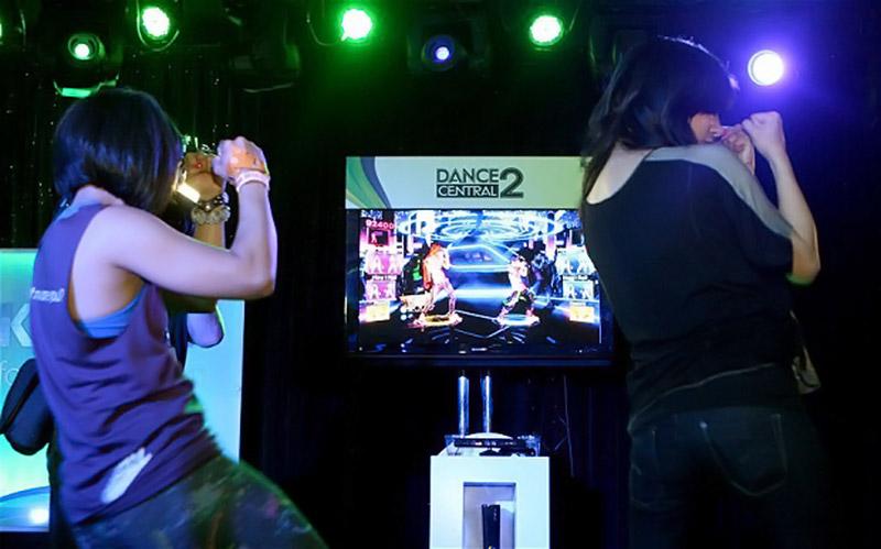 Des jeunes jouent à Dance Central 2 (Image : The Telegraph).
