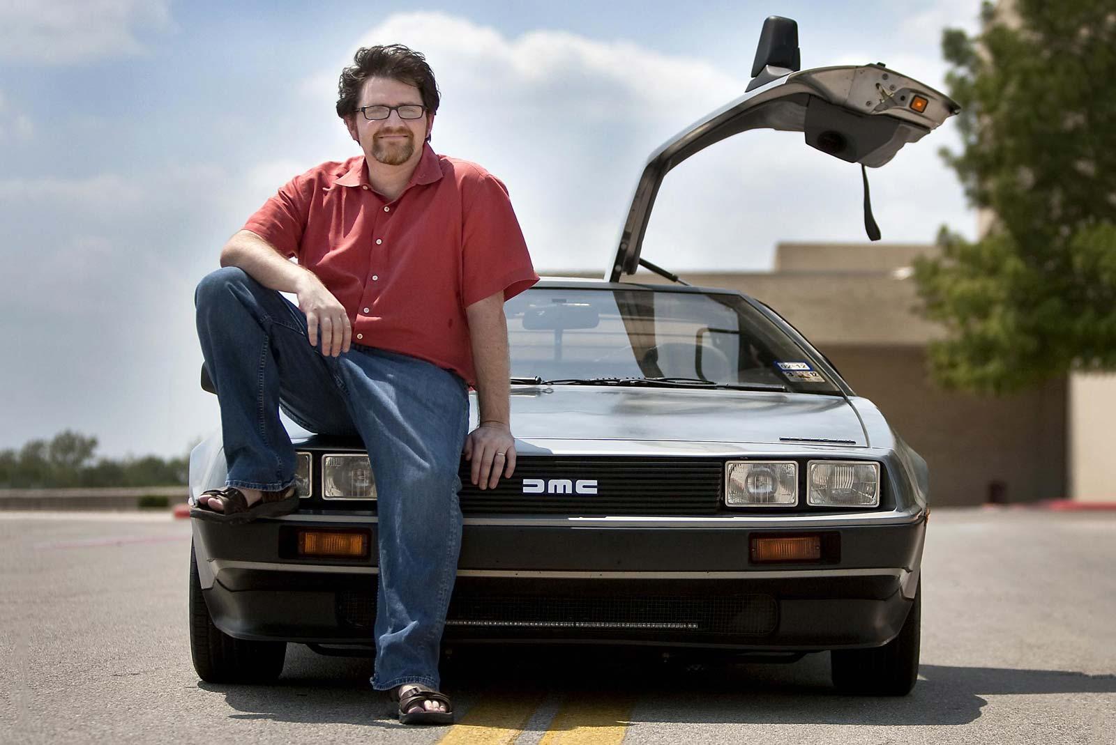 Évidemment, Ernest Cline conduit une DeLorean…