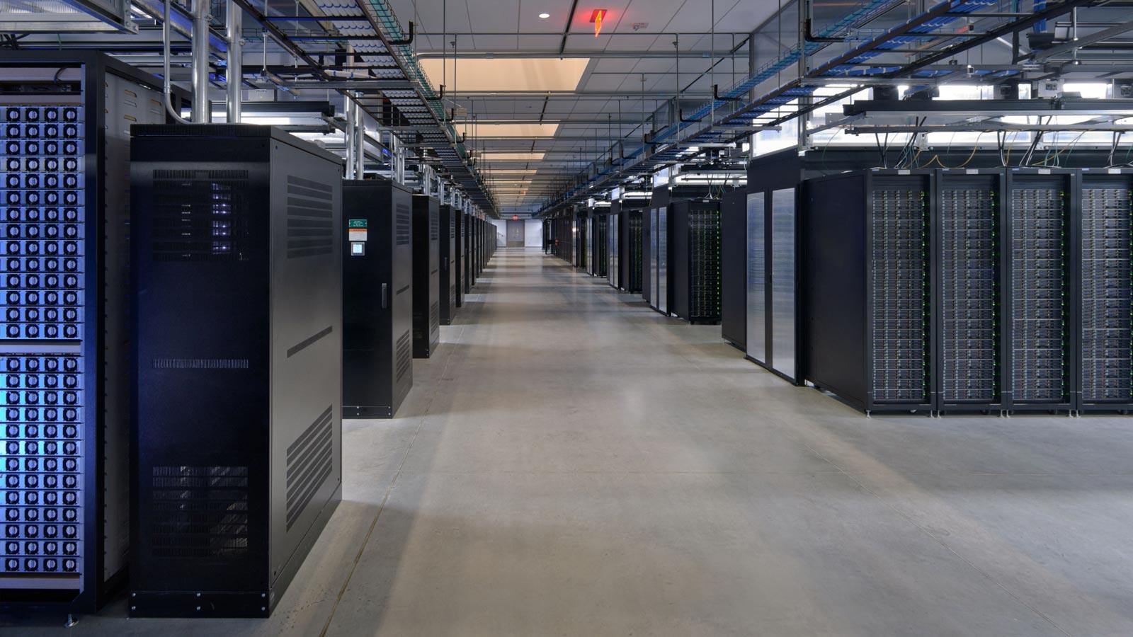 L'une des nombreuses salles de serveurs de Facebook.