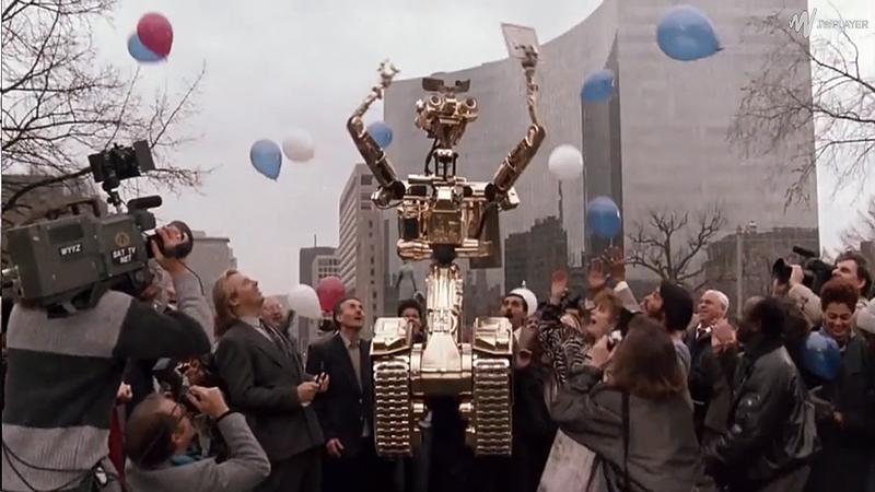 Un robot doté d'une conscience qui devient citoyen égal aux autres, voilà un événement historique! C'est pourquoi pas loin de trois caméras et deux journalistes sont sur place.