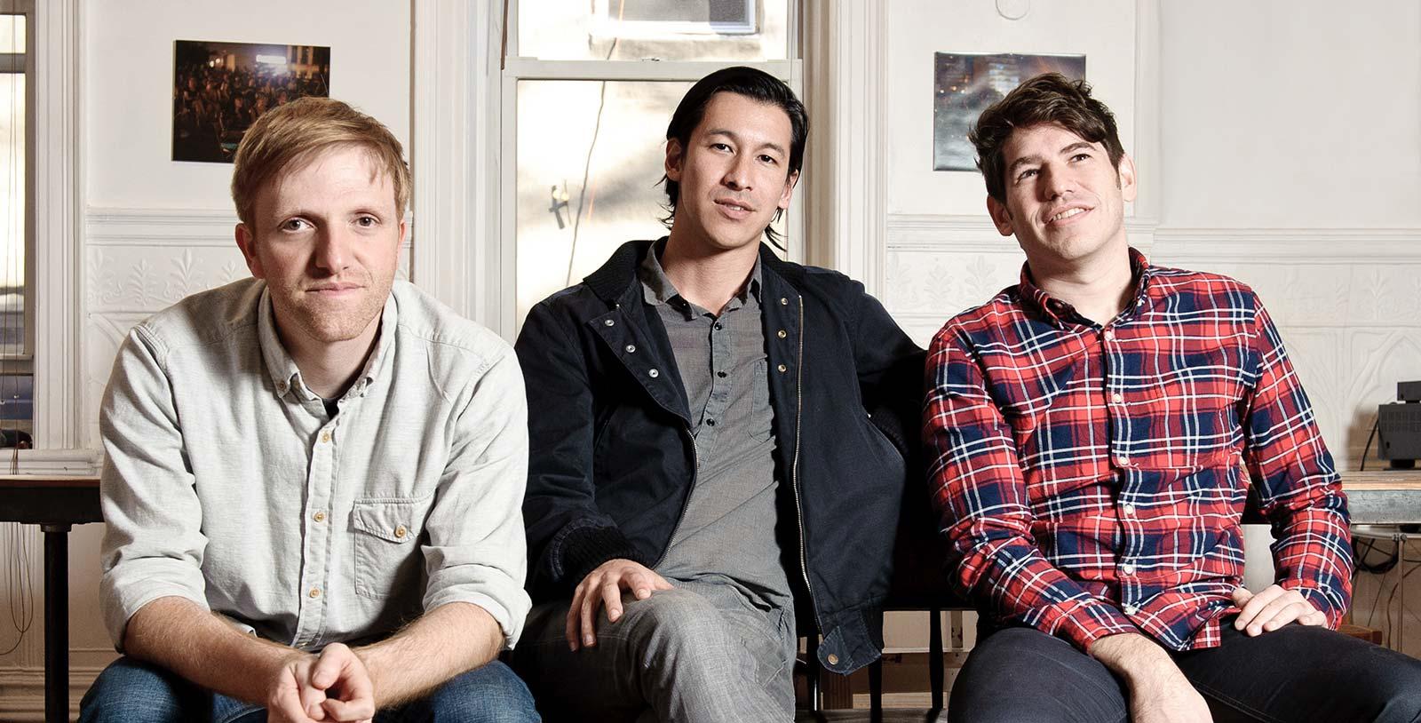 Les cofondateurs de Kickstarter, Charles Adler, Perry Chen et Yancey Strickler.