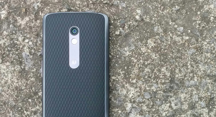 Le Moto X Play, un moyen de gamme costaud