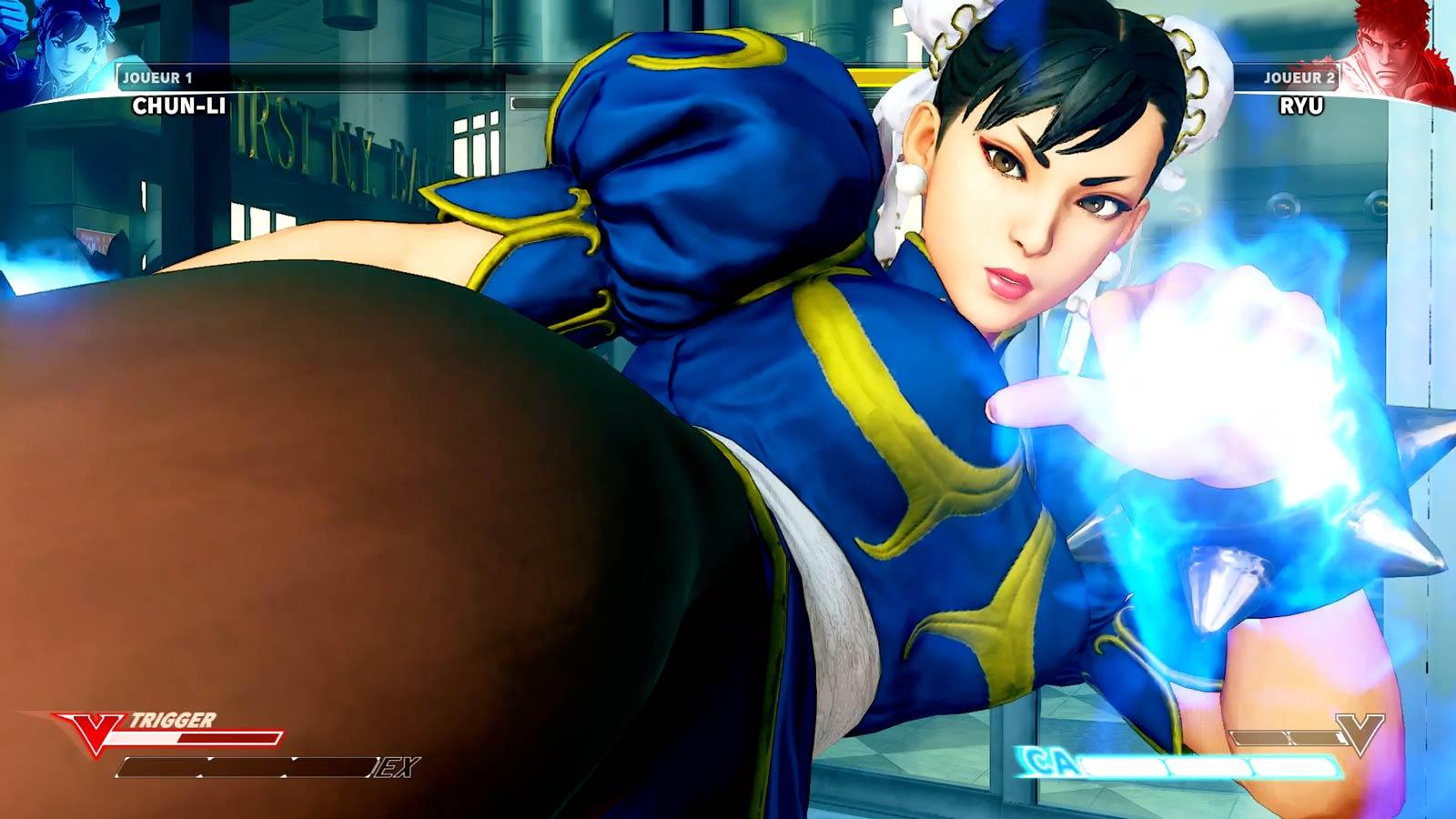 Chun Li s'apprête à lancer une attaque critique à son adversaire.