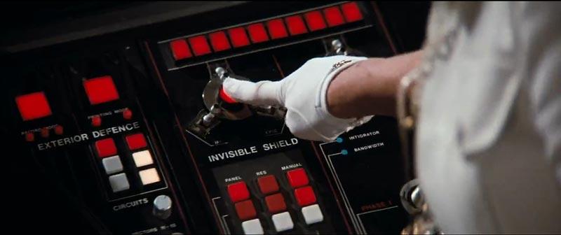 Cet ordinateur a un bouton Invisible Shield, mais tu vas quand même devoir essayer toutes les touches du clavier pour trouver les trémas.