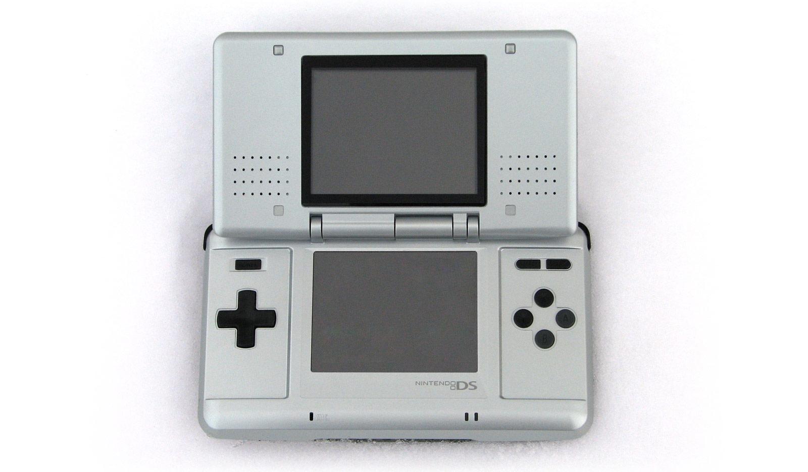 La Nintendo DS, première d'une longue gamme de consoles portables pour Nintendo.