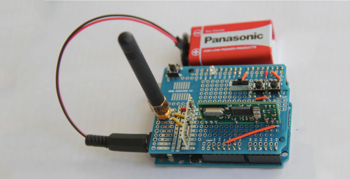 Un exemple d'un Arduino équipé d'un récepteur radio (Photo : Wired).