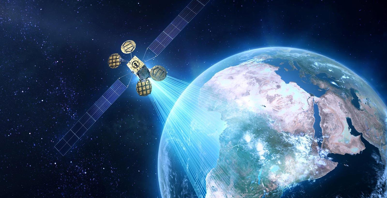 Comment Facebook imaginait pouvoir utiliser le satellite, en partenariat avec Eutelsat.