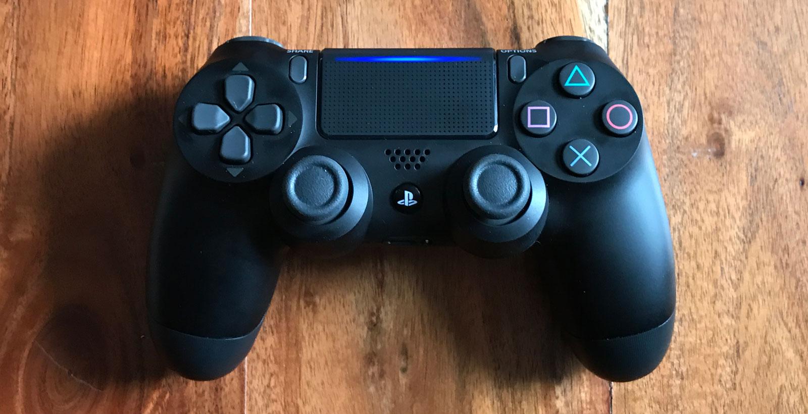 La PlayStation 4 Pro vient également avec la refonte de la manette DualShock 4.