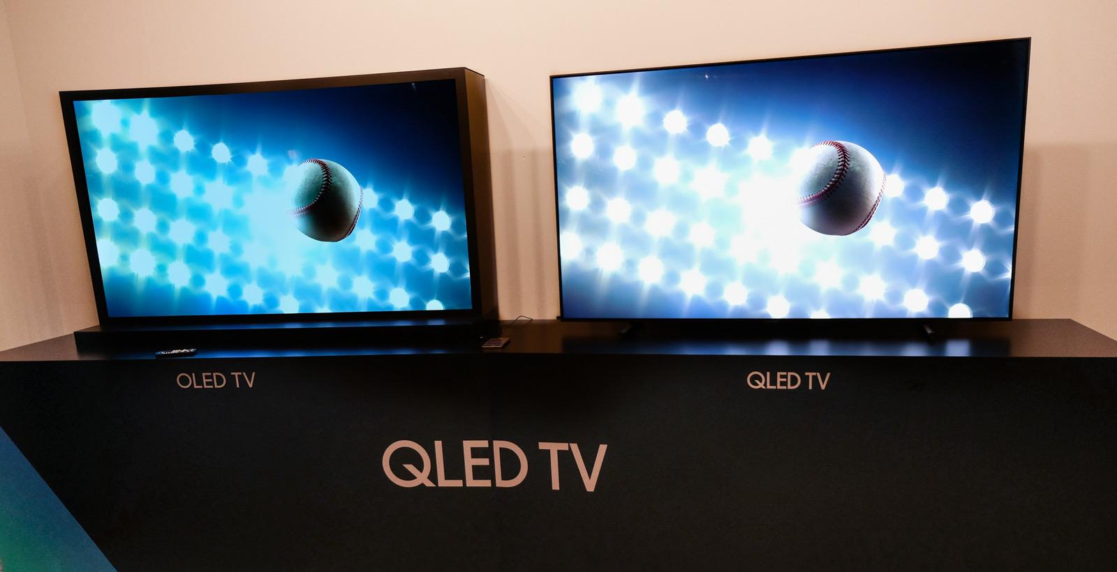 Comparaison entre un téléviseur OLED et QLED (Photo: The Verge).
